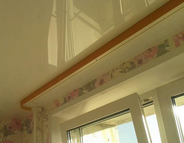 Ceiling cornice should be harmoniously combined with the ceiling in color and shape