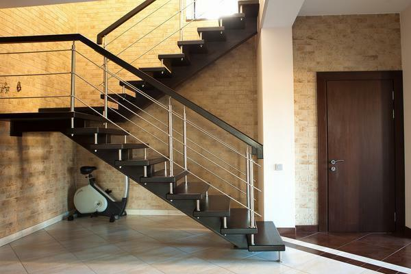 For the manufacture of modern stairs, all kinds of materials are used: glass, stone, metal or wood