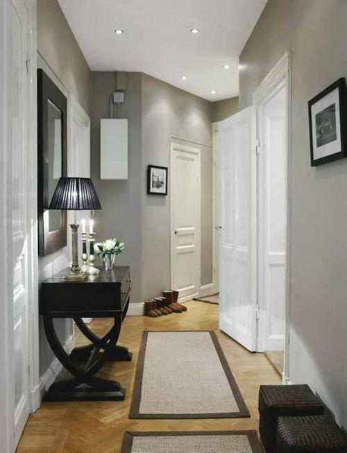 Narrow hallway can be arranged quite comfortably and comfortably