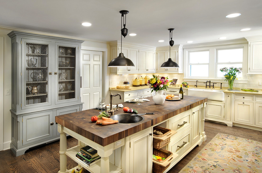 The kitchen in the country style: cozy corner in the best rural traditions