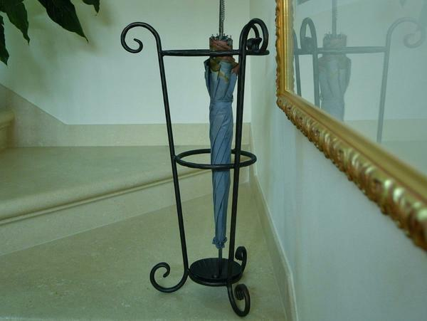 Stand for umbrellas in the hallway: Ikea, basket and holder, vase with bronze