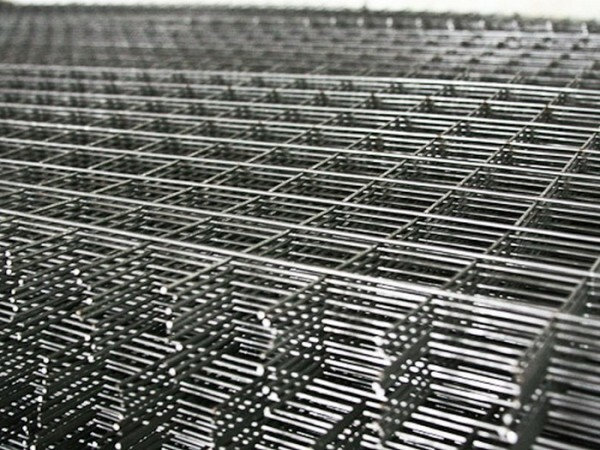 Reinforcing mesh screed