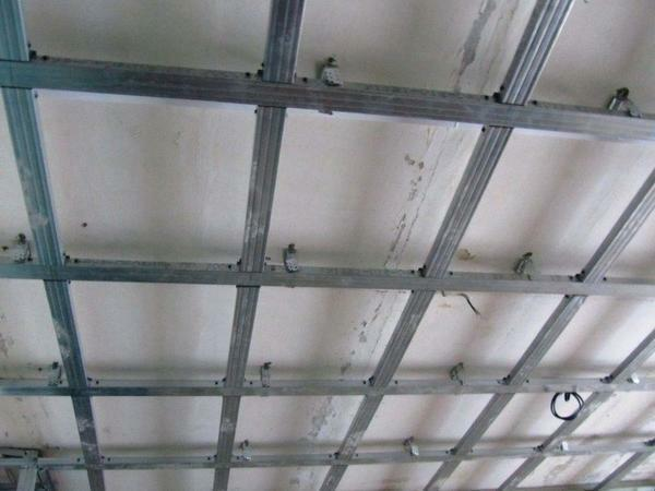 Installation of a double ceiling is a complicated process