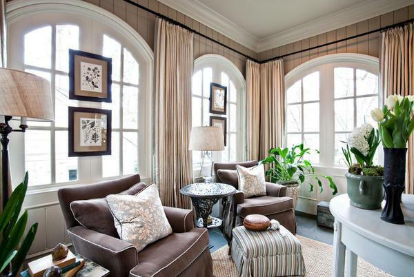 Window decoration in the living room in a modern style: photo walls, ideas for room decor