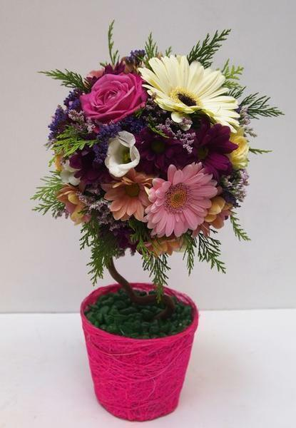 Topiary of artificial flowers will help to decorate the interior perfectly