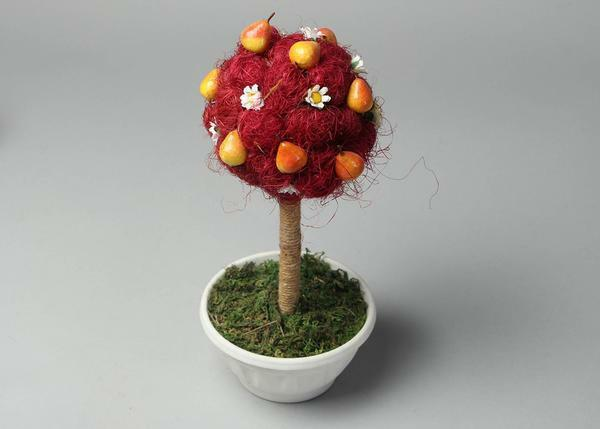 To decorate the topiary, you can take any plastic items of small size: fruits, vegetables, flowers, beads
