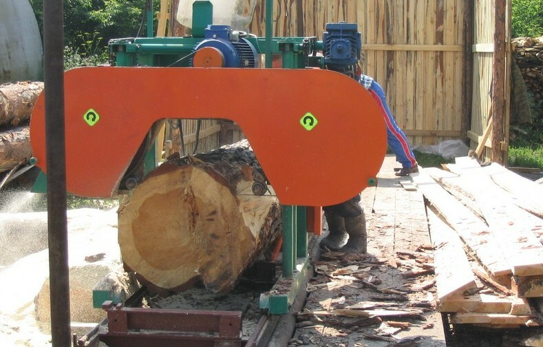 Band sawmill: Design and construction work is done by hand, video and photos