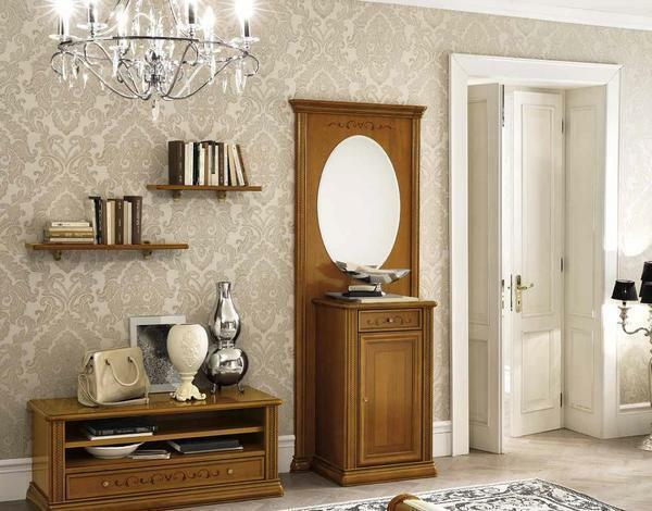 An excellent decorative element for the classical hallway are books placed on the shelves