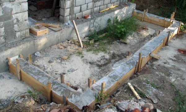 Note: strip foundation in the house does not have a rigid connection with the strip foundations of the future verandas.