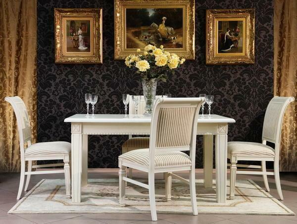 The chairs from solid wood look very rich and luxurious