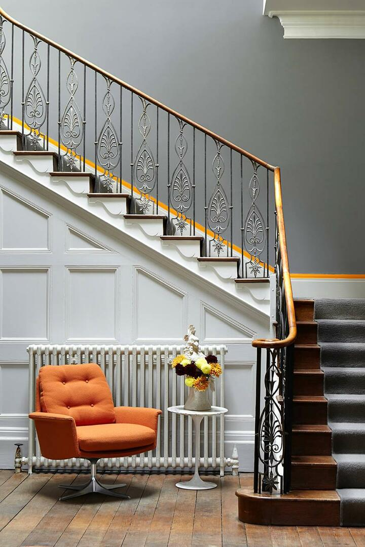 Forged stairs have long been used in the interiors of houses and look pretty elegant and stylish