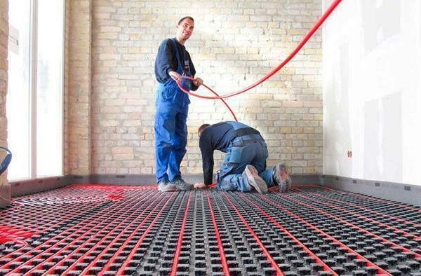 To install a warm water floor, 2 people are required