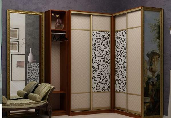 Picking up a beautiful wardrobe, be sure to take into account the design of the hallway