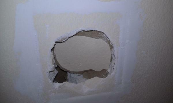 How to fix a hole in the plasterboard: a hole on the wall, video, in the ceiling, than you can