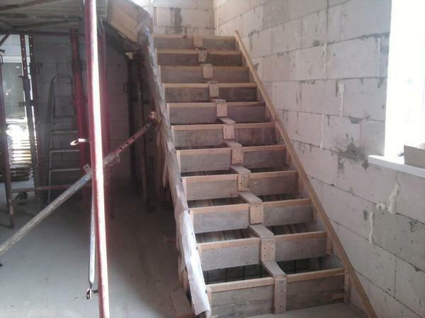 Cope with a simple repair of the concrete staircase is quite possible independently