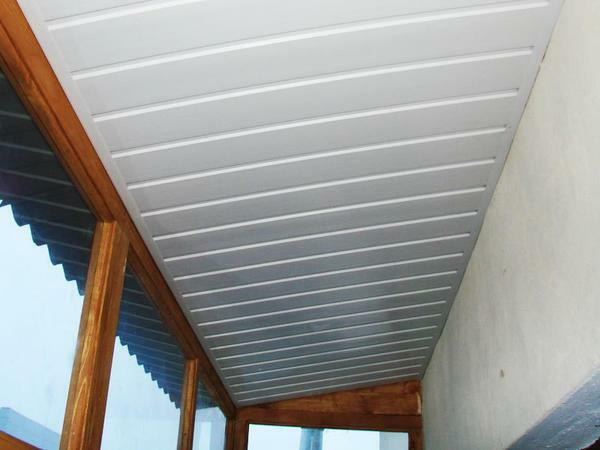 Ceiling panels of PVC for the balcony are light, thin and inexpensive, so they are now in fashion
