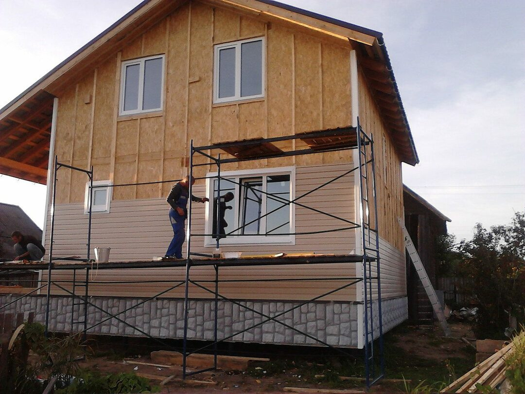 Siding will reliably protect the house from the damp walls.
