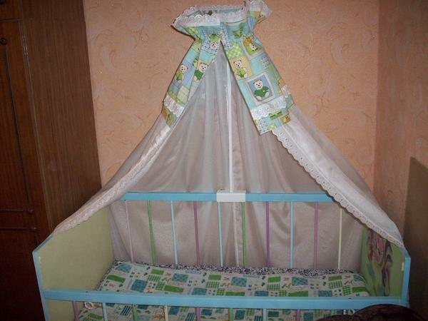 Thanks to the canopy the child will not be bothered by drafts
