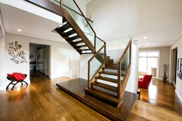 If the house has small children, the staircase must be equipped with handrails to prevent possible injuries
