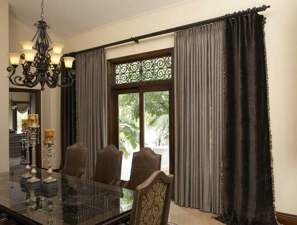 Heavy curtains in the floor emphasize the luxury of classical interiors