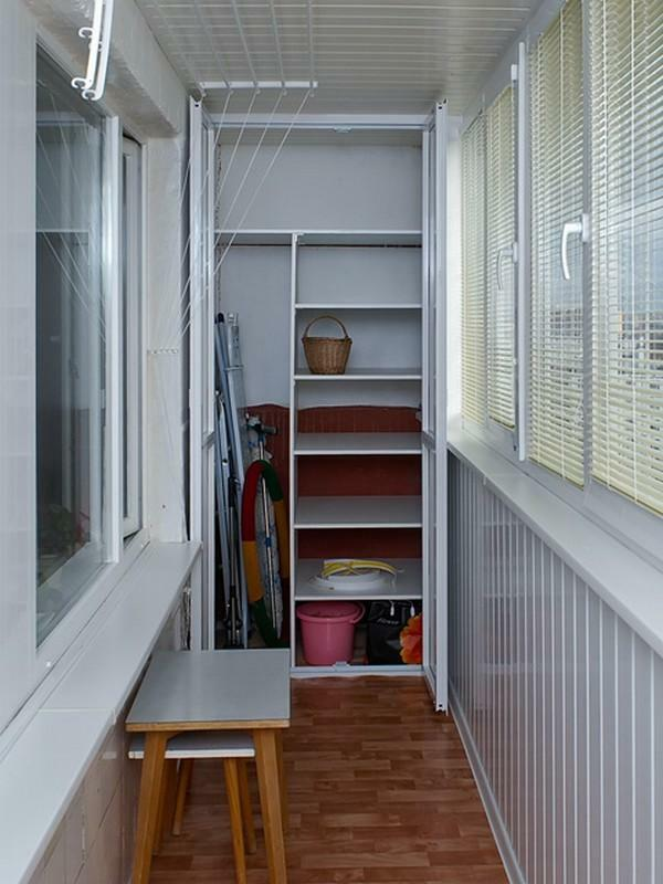 Closet to the loggia: with your own hands corner balcony, photo of the lining built-in, drawings to make and divide into two parts