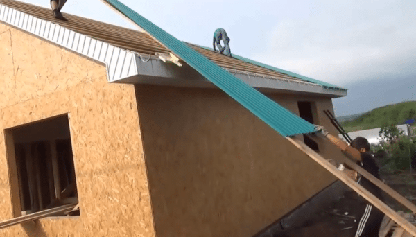 Two lags significantly simplify the process of raising the profile sheets to the roof