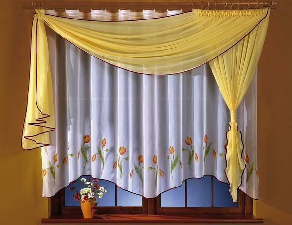 Lambruck for the kitchen: photo curtains with a lambrequin, height on one side, beautiful and tough novelties, views