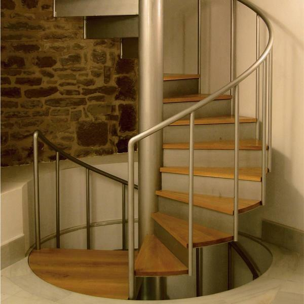 You can create and install a wooden spiral staircase yourself, the main thing is to think in advance of its design and prepare materials for work