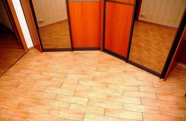 How to choose linoleum for the kitchen and the hallway: photo of the corridor, what is the best tile, the floor is the same