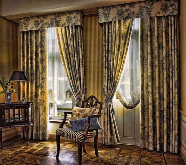 Curtains in the classical style are not cheap, but look luxurious