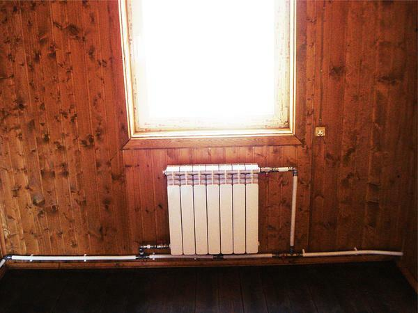 Single-pipe heating system in a private house is characterized by high heat emission