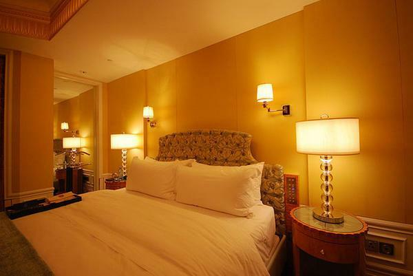 Table lamps for the bedroom: inexpensive bedside lamps, photo with shade, night adult lighting