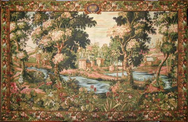 Choosing a large tapestry wall, remember that it should be combined with the interior and match the size of the room