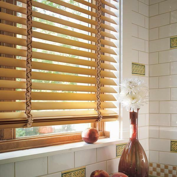 The main advantage of blinds is that by turning the lamellae, you can adjust the light entering the room