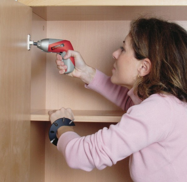Compact battery screwdriver convenient to collect furniture, even a woman's hand