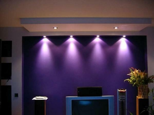 With the help of stylish dark-violet wallpaper you can perfectly zonirovat room