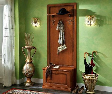 Accessories for the hallway can be found in specialized stores or look for original items on the market
