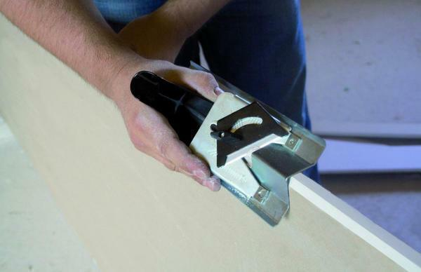 When choosing a knife for cutting plasterboard, be based on the simplicity and safety of working with it