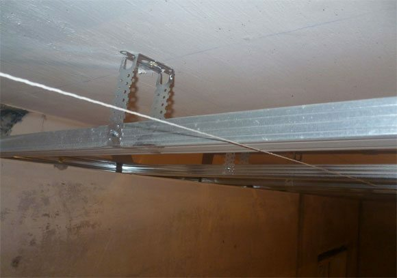 Strung cords will help to put battens profiles in the same horizontal plane.