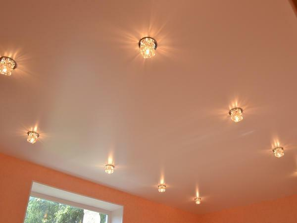 The main factor that distinguishes the satin ceiling among others is the presence of a light pearly hue