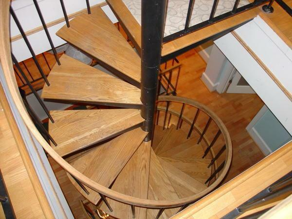 To arrange a spiral staircase, it is best to select pine steps that can last for many years