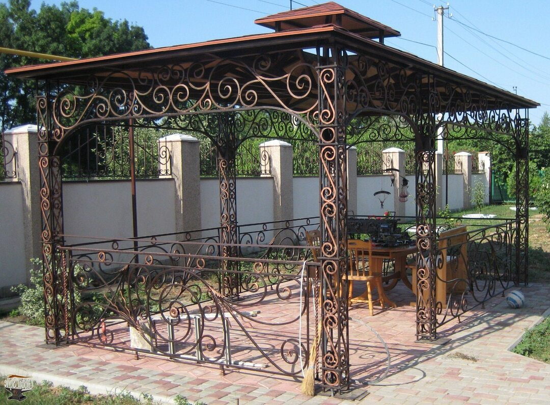 Gazebo with barbecue, barbecue and oven: the construction of brick and other types of video and photo