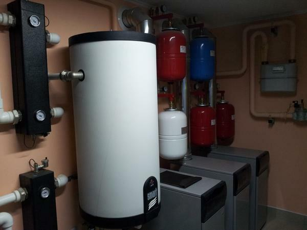 The indirect heating boiler is convenient to use for permanent interruptions with hot water and electricity