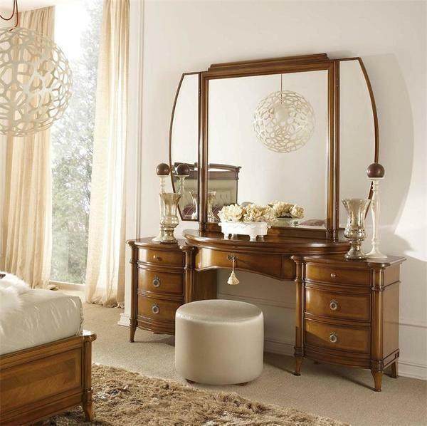 To date, a great popularity is used by dressing tables with a folding mirror