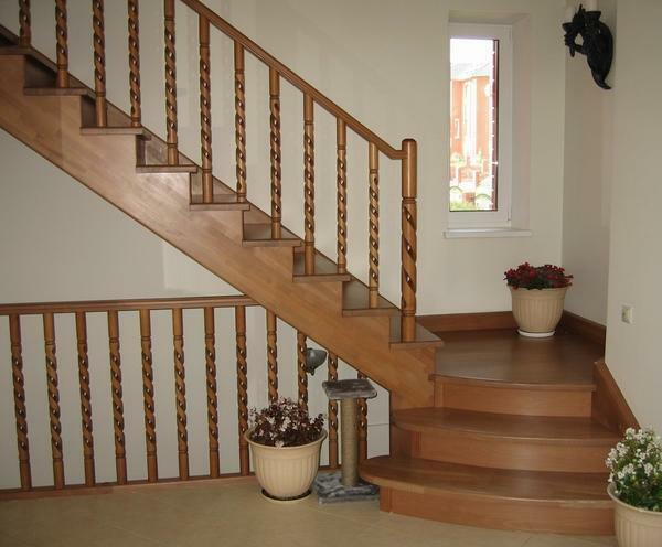 Improve the appearance of the wooden staircase by painting it
