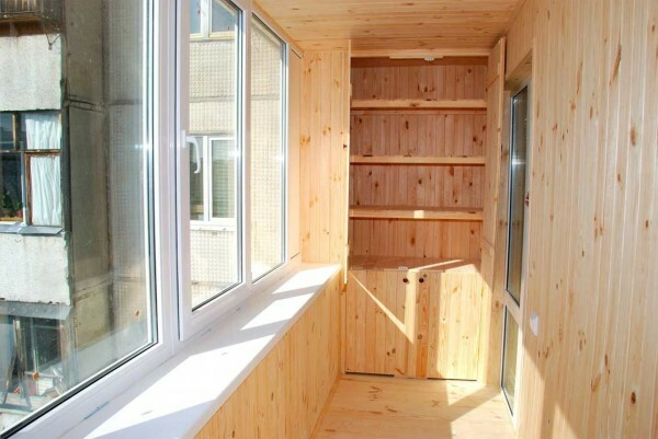 Sheathing wooden paneling with a device hidden niches