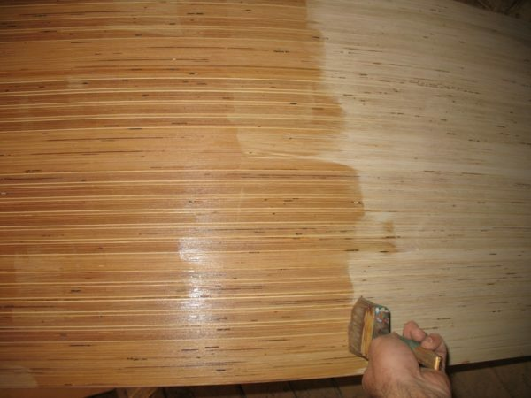 Drying oils give the wood surface hydrophobic properties and prevent rotting.