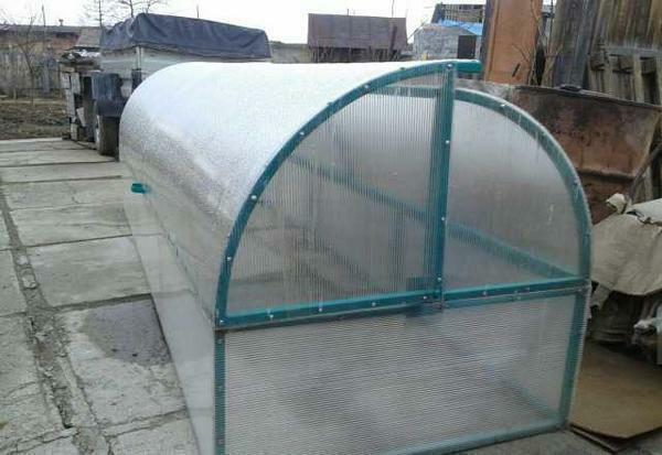 It is desirable to install the greenhouse on level ground, away from trees and houses, so that there is enough light