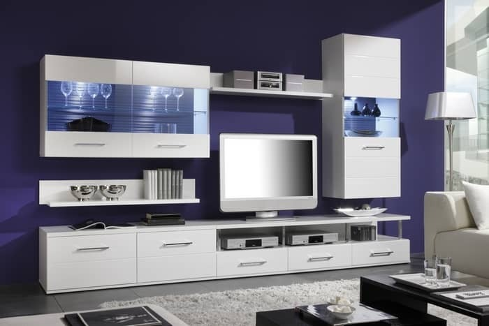 Glossy walls in the living room: white furniture in the hall, photo facades and surfaces, gray metallic enamel, ivory