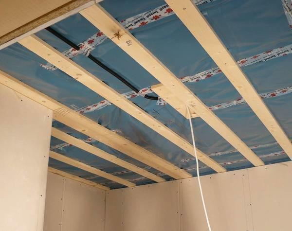 As a rule, the installation of a ceiling made of drywall on a wooden frame is done in private houses